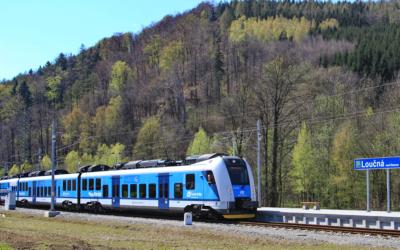 EU podpoří dekarbonizaci dopravy – železnice asíť plnicích adobíjecích stanic